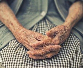 Zet je in voor ouderen door te helpen met onze fondsenwerving!
