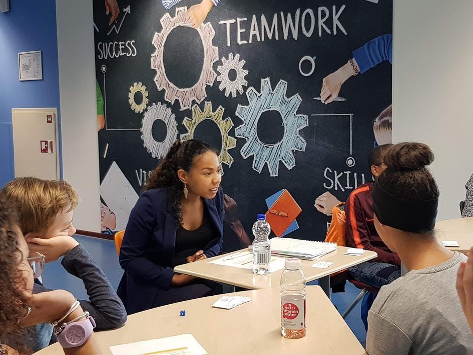 Help leerlingen kennis te maken met de (business)wereld!