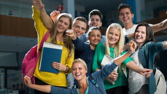 Op maandag 30 augustus gaan de scholen in Apeldoorn weer beginnen en gaan de eerste leerlingen een start maken met de Maatschappelijke Stage. Voor het kiezen van een MaS-klus, maken de leerlingen van 8 middelbare scholen ook komend schooljaar weer gebruik van de digitale vacaturebank van MaS Apeldoorn. Hiermee kunnen zij zoeken naar een klus en deze direct via het systeem aanvragen.