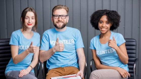 Tegenwoordig kun je je makkelijker dan ooit inzetten voor doelen die je belangrijk vindt en kun je vrijwilligerswerk goed laten aansluiten op jouw agenda of locatie. De echte vraag is dus 'waarom zou je geen vrijwilligerswerk doen?'