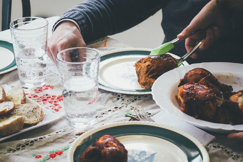 Open Meal with Refugees brengt voedsel en mensen samen om diversiteit te vieren